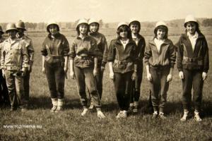 Drużyna żeńska OSP Rozmierka. Rok 1985