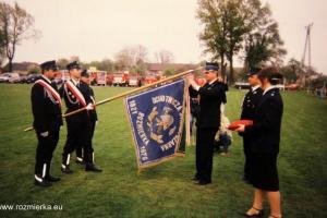 85 lat OSP Rozmierka (2006 r.). Sztandar otrzymuje  Złoty  Medal za Zasługi dla Pożarnictwa