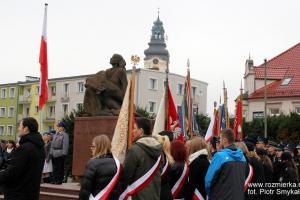 Strzelce Opolskie: Uroczystości Święta Niepodległości pod pomnikiem Ofiarom Wojen i Przemocy