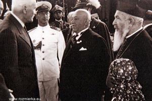 Wizyta prezydenta Rzeczpospolitej Polskiej Ignacego Mościckiego w Rumunii 7 czerwca 1937 r. Z lewej prezydent, z prawej z brodą ks. prałat Juliusz Dwucet