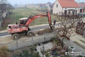 Rozmierka ul. Polna w trakcie odnowienia nawierzchni po interwencji mieszkańców. Listopad 2011 roku.