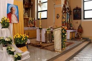 Kościół parafialny w Rozmierzy w dniu kanonizacji