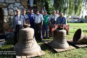 Zdemontowane stare dzwony z 1957 r.