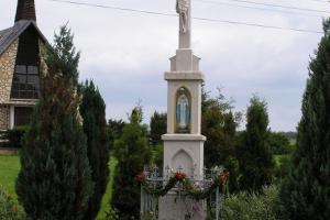 Krzyż kamienny ufundowany przez Gawlików w 1902 roku. Jędrynie 2006 rok.