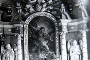 Ołtarz w kościele w Rozmierzy